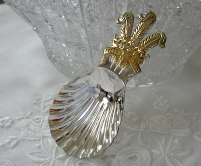 画像1: 未使用品プリンスオブウェールズの紋章 ヴィンテージ 純銀製シェル型ティーキャディースプーン シェフィールド製